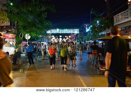 Siem Reap, Cambodia - December 2, 2015: Unidentified Tourists Shopping At The Pub Street In Siem Rea