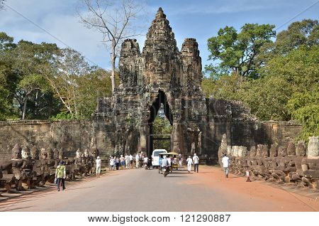 Siem Reap, Cambodia - December 4, 2015: Tourists At South Gate To Angkor Thom
