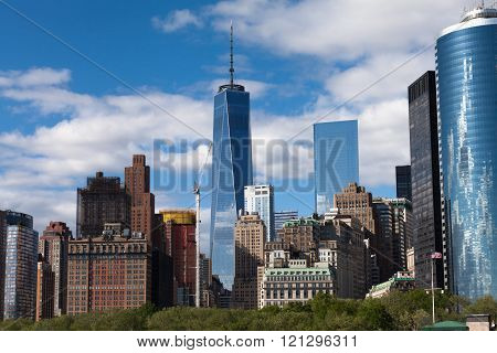 New York City Downtown Manhattan Skyline During Sunny Spring Day In Nyc
