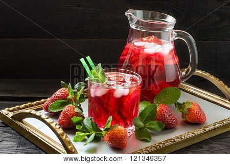 Refreshing drink with strawberries and ice
