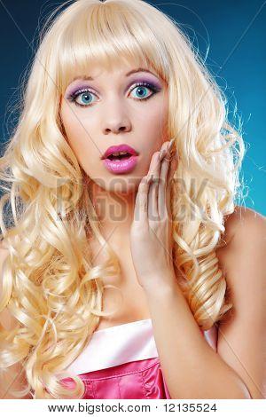 Doll-like model posing as stupid blonde