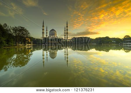 SELANGOR MALAYSIA - JANUARY 30 2016: The Beautiful Sultan Salahuddin Abdul Aziz Shah Mosque (also known as the Blue Mosque) with nature sunrise lighting and reflection.