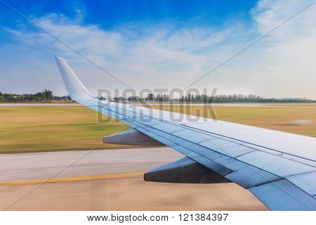 The wing aircraft in takeoff with high speed