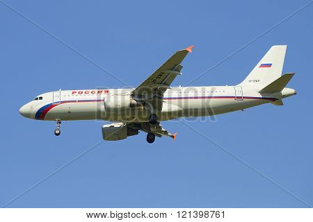 Airbus A320-214 (VP-BWH) airline