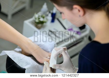 Buff polishing nails