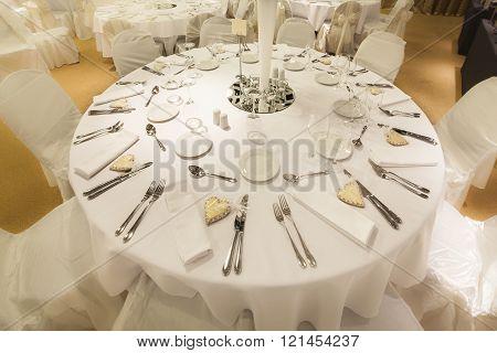 Elegant round banquet wedding table set up