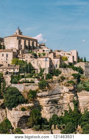 Ancient picturesque hill top village of Gordes in Provence, Fran