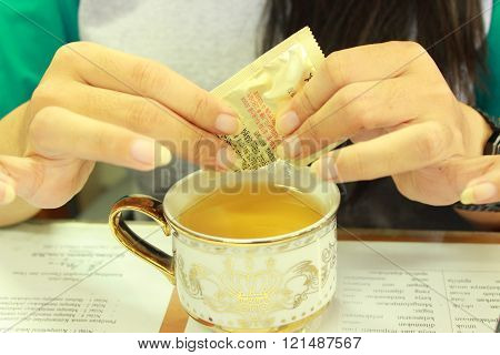 woman in the middle of the green tea and sprinkle sugar