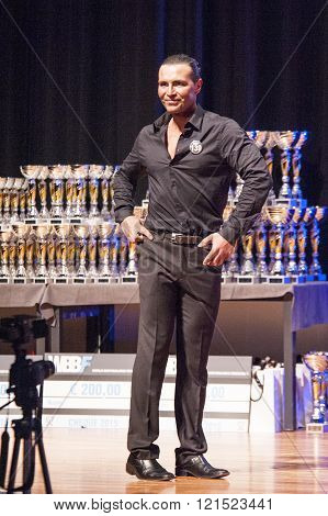 Male Physique Model Shows His Best In Suit On Stage