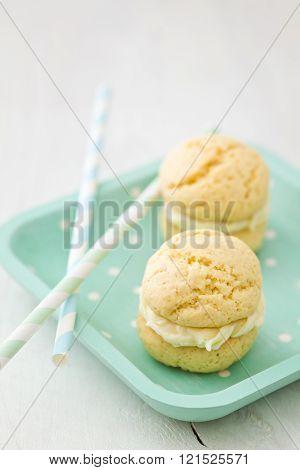 Vanilla whoopie pies