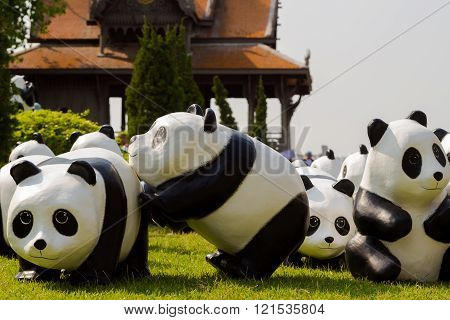 1600 Pandas World Tour