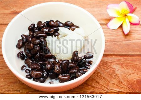 Dessert Sticky Rice Black Beans With Coconut Milk.