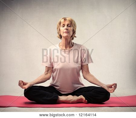 Senior Woman, Yoga-Übungen
