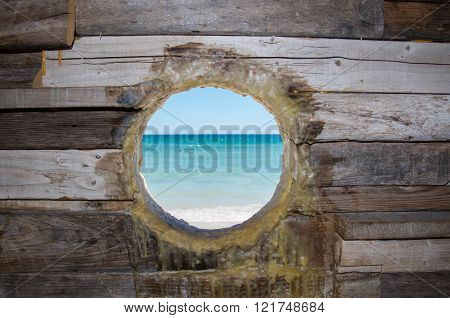 COTTESLOE,WA,AUSTRALIA-MARCH 12,2016:  Viw through wooden sculpture hole of the Indian Ocean at the interactive public arts festival