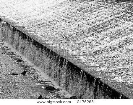 Detailed view of weir