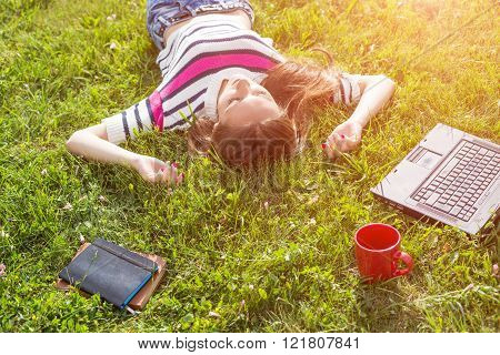 oung fashionable woman relax after work with laptop in city park