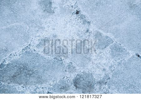 Coated fissures ice