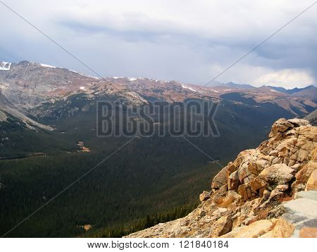 Forest Canyon Overlook in Rocky Mountains (Colorado, USA)