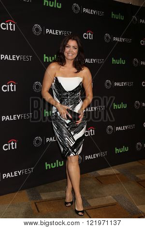 LOS ANGELES - MAR 15:  Bellamy Young at the PaleyFest Los Angeles - Scandal at the Dolby Theater on March 15, 2016 in Los Angeles, CA
