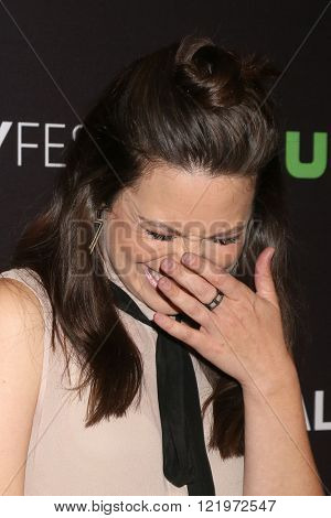 LOS ANGELES - MAR 15:  Katie Lowes at the PaleyFest Los Angeles - Scandal at the Dolby Theater on March 15, 2016 in Los Angeles, CA