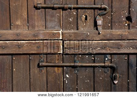 texture of  old wood door with ferrious bolt bar
