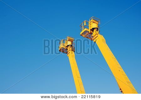 Cherry picker platform