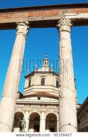 Basilica Of Saint Lawrence (san Lorenzo) In Milan
