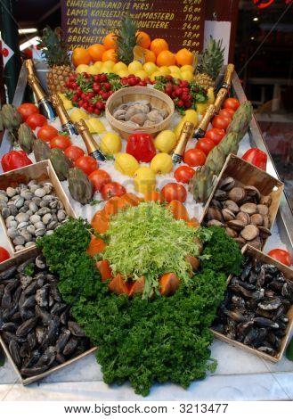 Restaurant Anzeige von Schalentieren und Obst und Gemüse