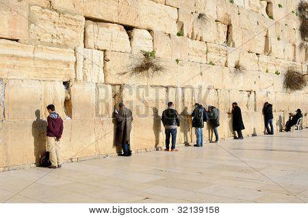 19. Februar Jerusalem: jüdische Männer beten an der westlichen Wand 19. Februar 2012 in Jerusalem, il. die