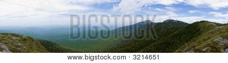 Panorama de verdes montañas