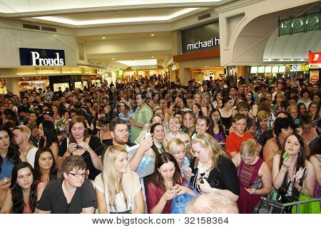 Crowd- Delta Goodrem Appearance