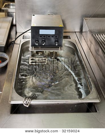 Low temperature cooking machine - new technology cuisine