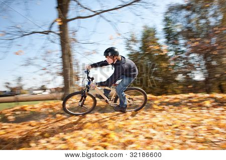 Menino com Mountain Bike Tour
