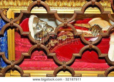 Papal grave
