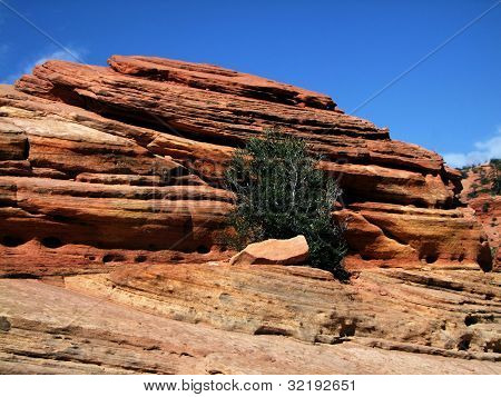 rock in Bryce Canyon with blue sky