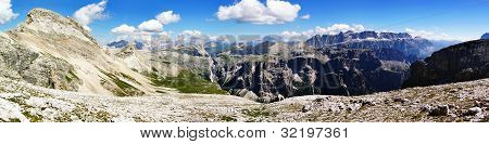panoramic view from puezgruppe to sellagruppe - dolomiti italy