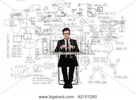 verwirrt Geschäftsmann arbeiten am Schreibtisch