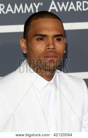 LOS ANGELES - 10 de fev: Chris Brown chega no 55o Anual Grammy Awards no Staples Center