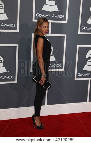 LOS ANGELES - FEB 10:  Beyonce Knowles arrives at the 55th Annual Grammy Awards at the Staples Center on February 10, 2013 in Los Angeles, CA