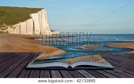 Imagem de conceito criativo de Seascape nas páginas do livro