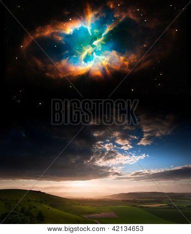 Paisaje del atardecer campo con planetas en el cielo de noche elementos de esta imagen proporcionada por Nasa.gov