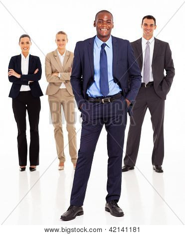 bonito Africano empresário e equipe completos em branco
