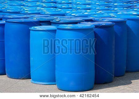 blaue Fässer