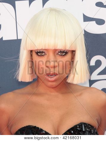 LOS ANGELES - JUN 05:  LIL MAMA arriving to MTV Movie Awards 2011  on June 05, 2011 in Hollywood, CA