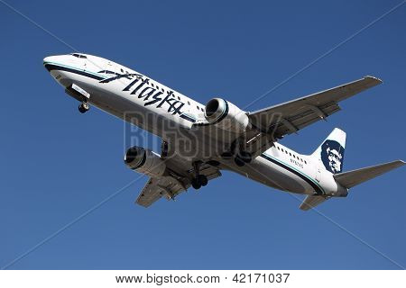 Alaska Airlines Boeing 737-490