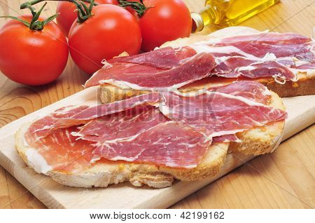 pa amb tomaquet, slices of bread with tomato, with spanish serrano ham served as tapas