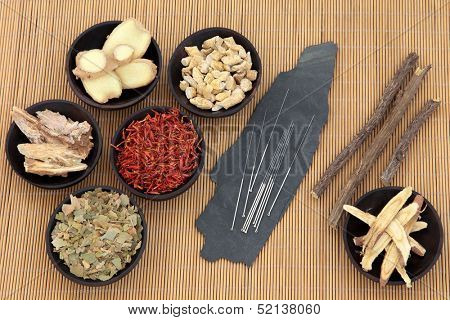 Acupuncture needles with chinese herbal medicine selection over bamboo.