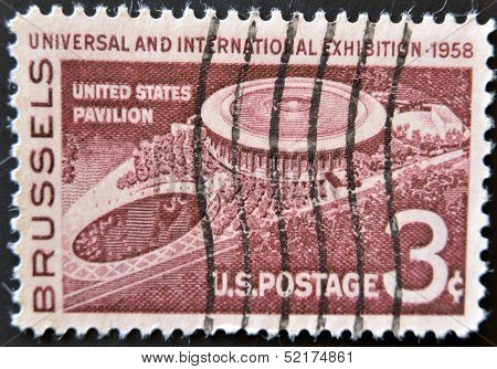 United States - Circa 1958: Stamp Printed In Usa, Shows Usa Pavillion At Brussels, Circa 1958