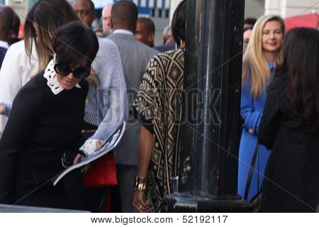 LOS ANGELES - OCT 10:  Kris Jenner, Khloe Kardashian at the Kenny