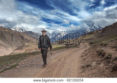 photographer take photo on himalayas mountain